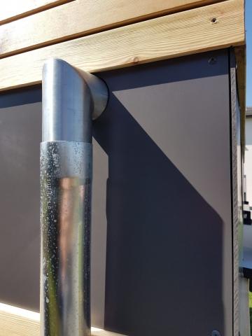 Gartenhaus, Blockcube, Detail, Abflussrohr