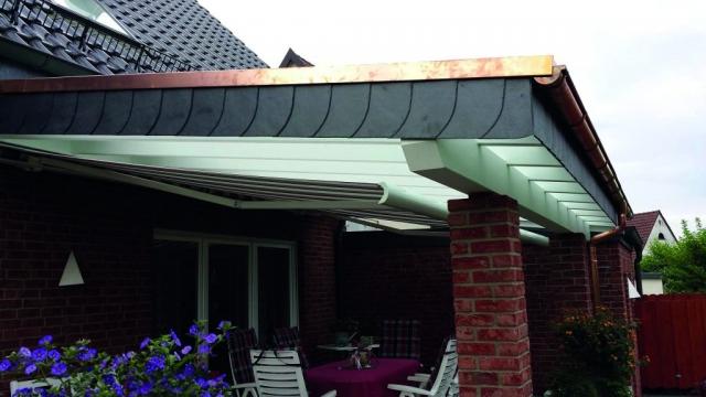 Dachverblendung, Überdachung, Kombination aus Holz und Stein