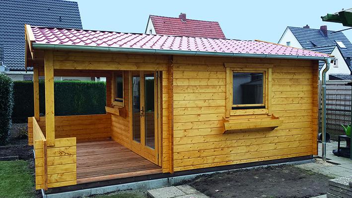 Satteldach, Ziegeleindeckung, überdachte Terrasse